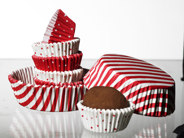 IKEA-Christmas-collection-red-and-white-cupcakes