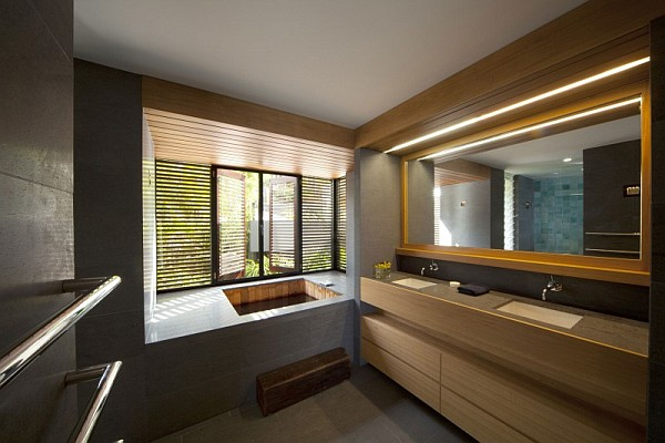 Beach house in sydney transforms to mimic a stylish luxury for Bathroom designs japanese style