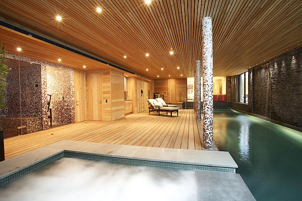 Incroyable View In Gallery Luxurious Home Spa With Wooden Furnished Walls And  Waterworks ...