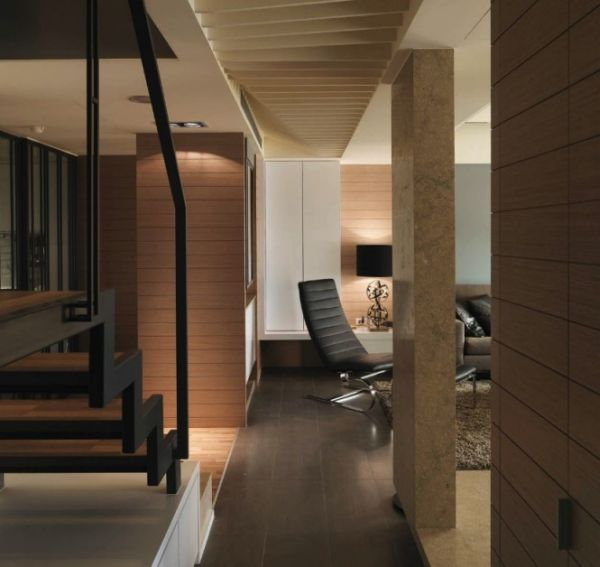 Modern-staircase-leading-to-the-top-level