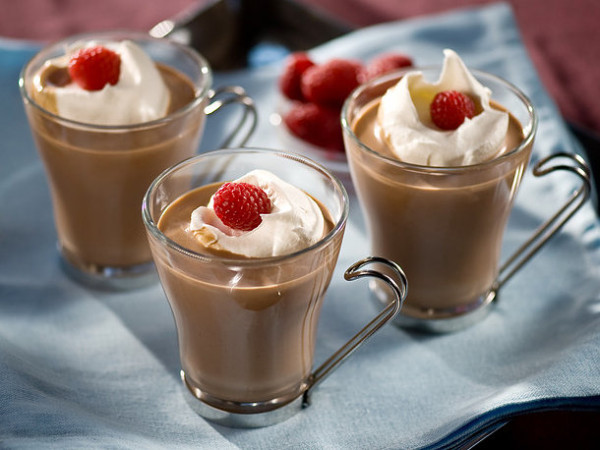 Raspberry-hot-chocolate-600x450