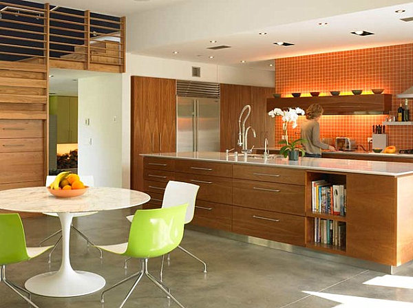 Saarinen Table in a modern kitchen