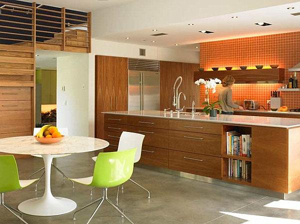 Saarinen Table in a modern kitchen