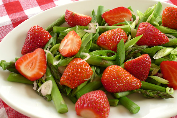 Strawberry and asparagus salad