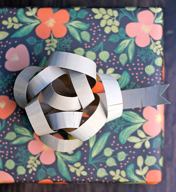 Wooden gift bow