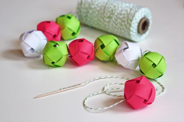 Woven Christmas paper ball garland 12 DIY Christmas Garlands That Celebrate Holiday Cheer