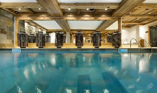 chalet-interior-pool