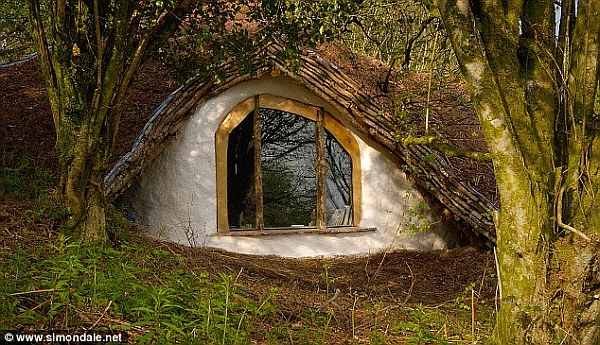 hobbit house in the Welsh hillside