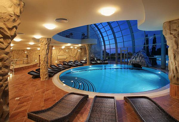 indoor-swimming-pool-design-with-comfy-lounge-chairs