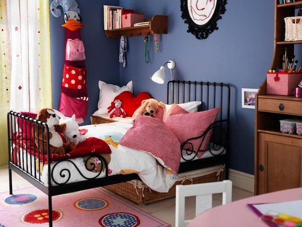 toddler bed traditional colors