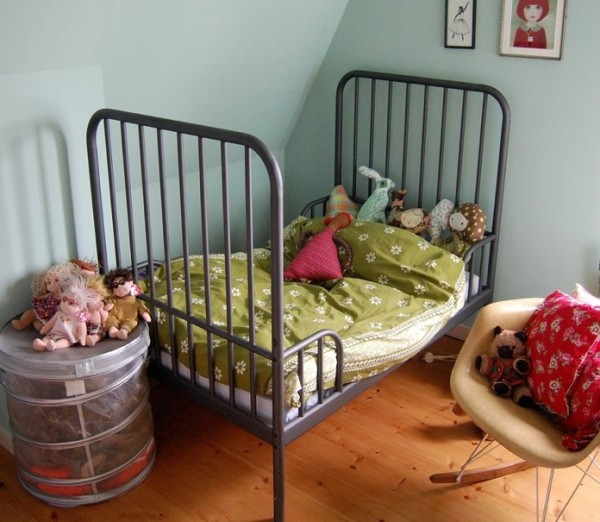 toddler bed traditional