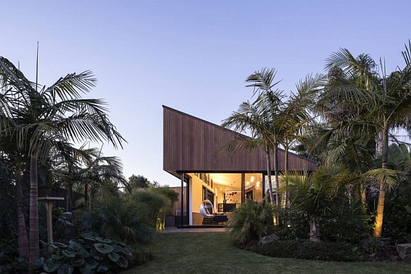 villa surrounded by lush vegetation Modern Family Home Surrounded by Nature in Mount Eden, New Zealand