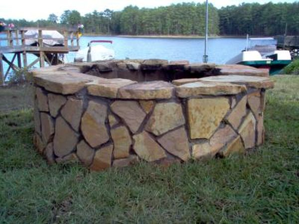 Circular fire pit using large concrete blocks