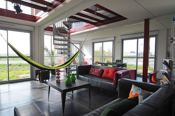 A lovely hammock in the living area provides for a comfy seating option