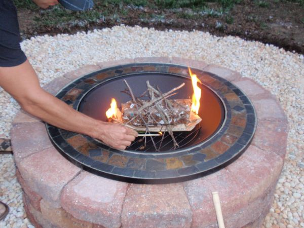This great DIY fire pit helps to eliminate mess