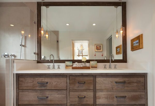 Classic bathroom vanity with stylish pendant lights offer a vintage look