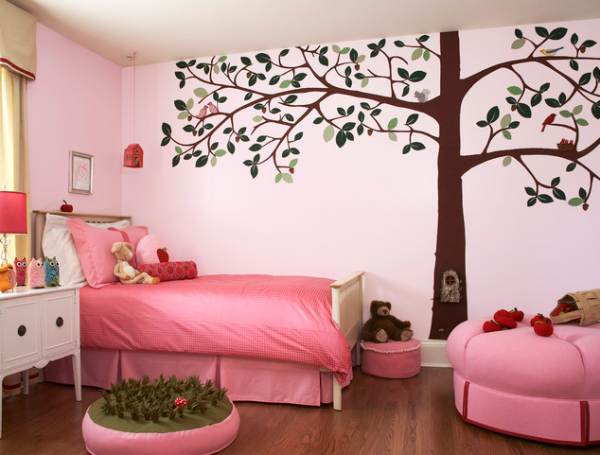 Felt tree decal in a girls' room