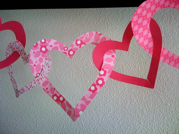 hearts intertwined with one another make this befitting - Valentine Decorations To Make