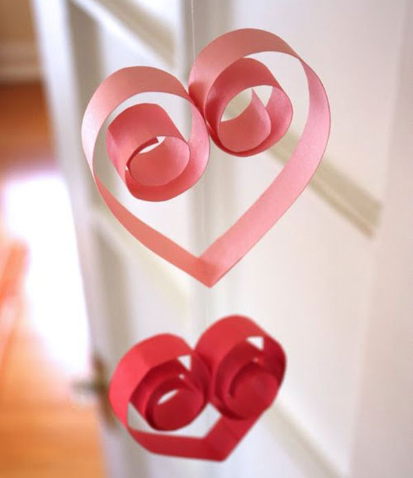 Hollow and artistic heart garland is easy to craft