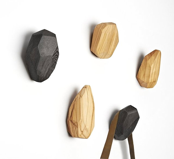 10 wall hooks to organize your space in style for Cool wall hook ideas