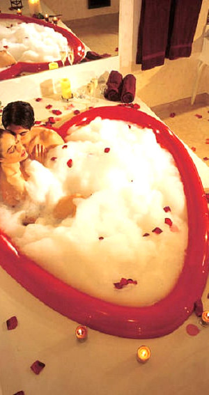 Romantic tub for two