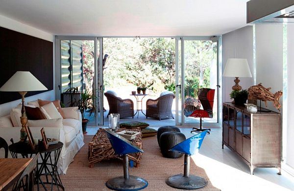 Snazzy decor inside the light and airy livingroom of Casa El Tiamblo