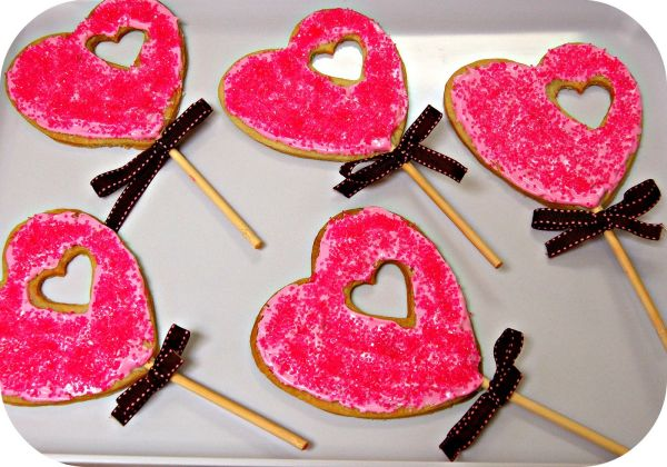 Valentine Lollipop Cookies in Red promise some sweet memories