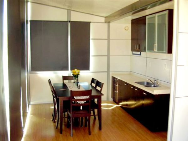 Winghouse - Adaptive interiors of this mobile shipping contianer home