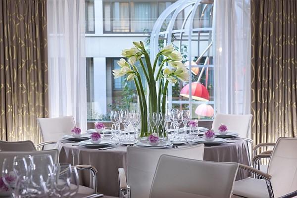beautiful restaurant table setup