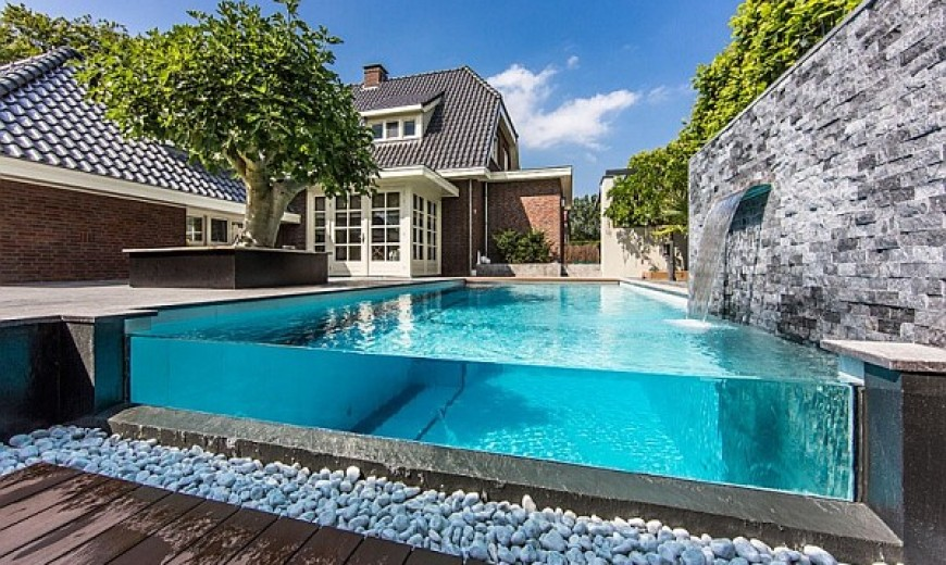 Decorate a Luxury Backyard Drenched in Flowing Opulence
