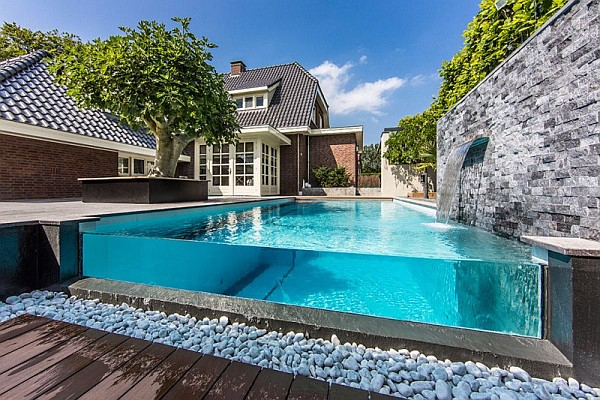 dream backyard Decorate a Luxury Backyard Drenched in Flowing Opulence