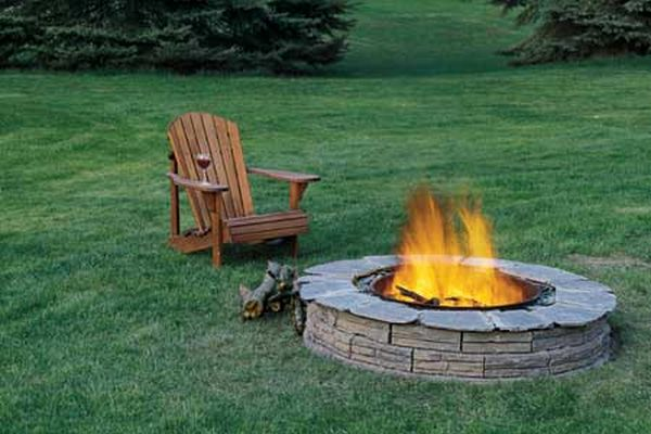 An in-earth circular fire pit