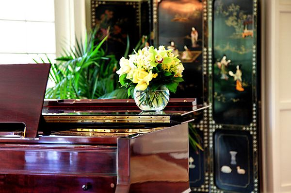 Indoor house plants behind the piano look stylish