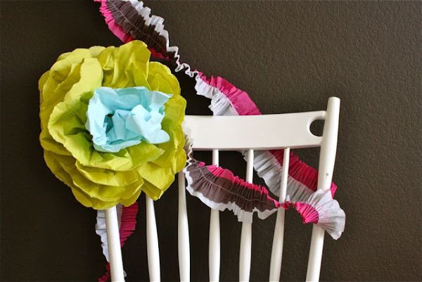 A DIY napkin wallflower