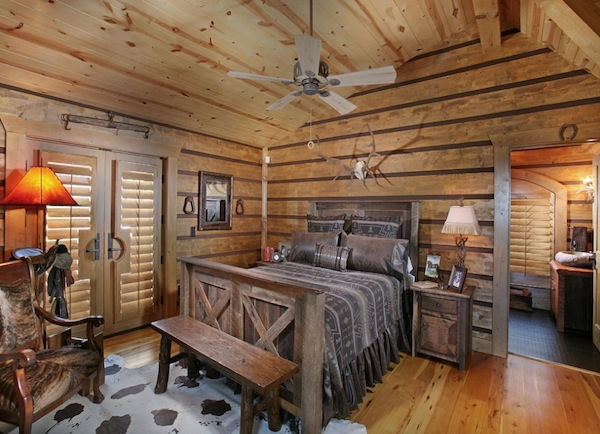 Inspiring rustic bedroom ideas to decorate with style - Rustic wall covering ideas ...