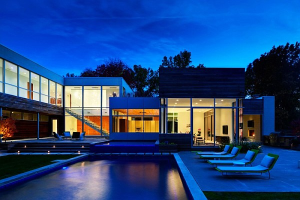 Contemporary home in ohio with bright bold interiors for Modern house at night