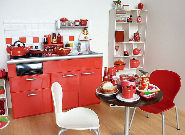 Small apartment kitchen in red and white