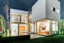 Casa Valna: Contemporary House Maximizes Space with a Smart Plan and Sparkling Design