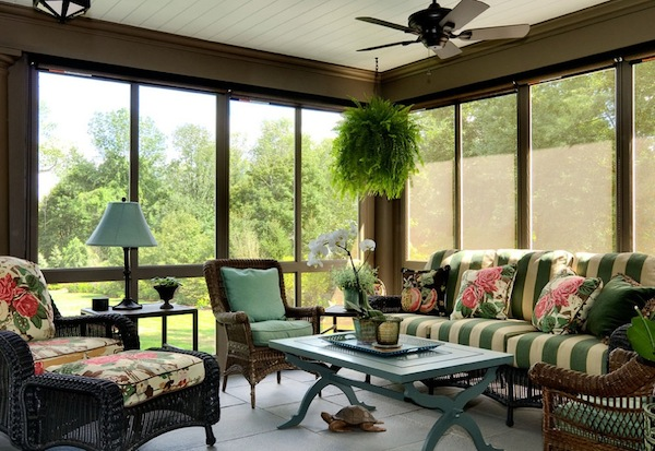 Choosing sunroom furniture to match your design style for Choosing furniture for a small living room