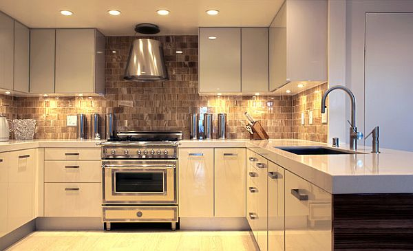ultra modern glossy kitchen with under cabinets lighting Under Cabinet Lighting Adds Style and Function to Your Kitchen