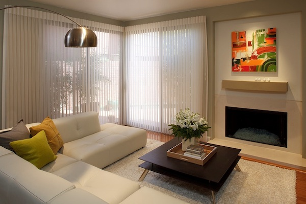 Adding style to your home with modern window blinds for Contemporary window treatments for living room