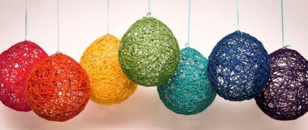 DIY yarn lanterns look great