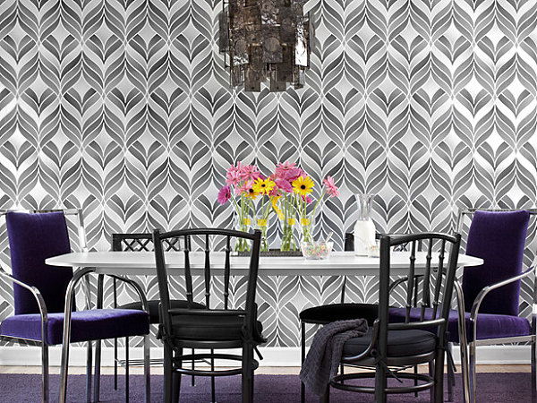 Bold dining room wallpaper