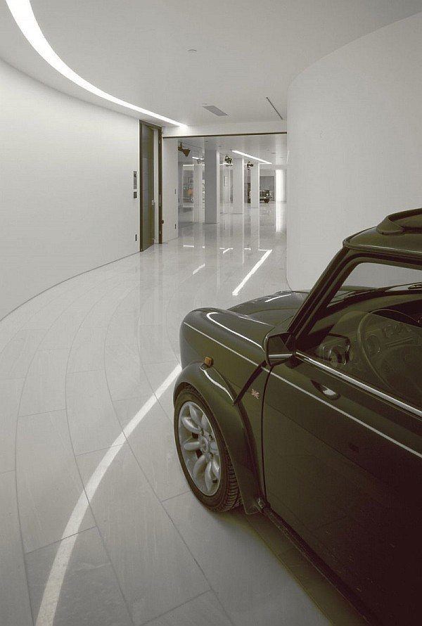 Driving into the heart of the home through elegant and polished curves