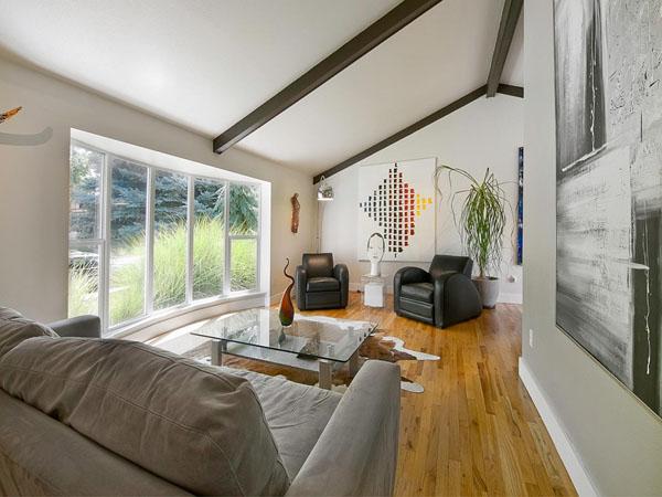 Exposed beams in modern residences (9)