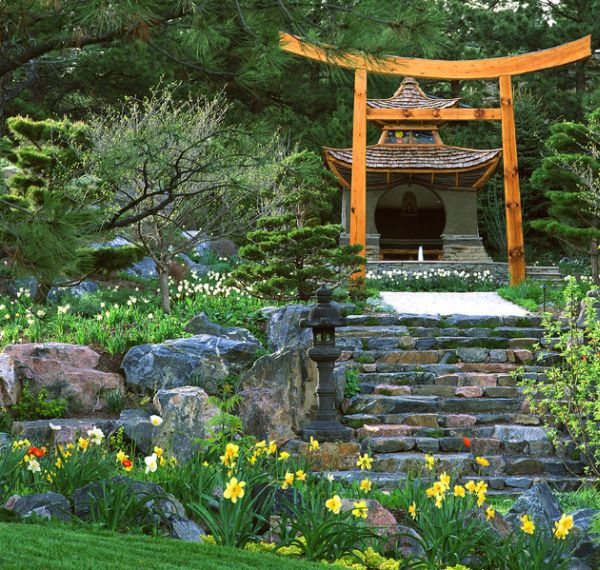 28 japanese garden design ideas to style up your backyard for Traditional japanese garden
