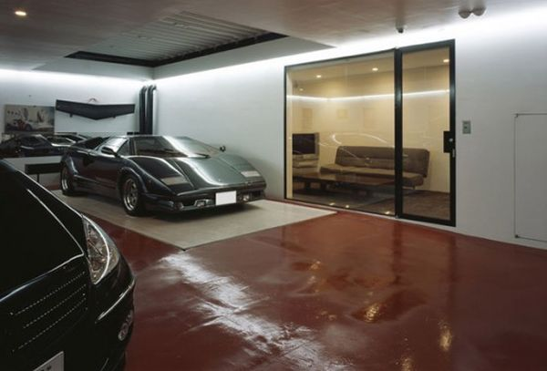 Exquisite 9-car garage space created by Takuya Tsuchida