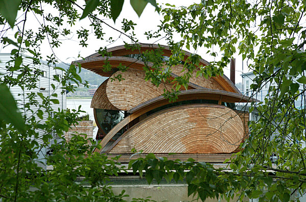 Stunning houseboats for aquatic living for Floating homes portland