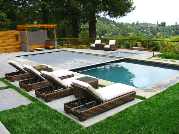 Modern Backyard Pool Designs : This creative space cleverly utilizes gravel, grass and stepping
