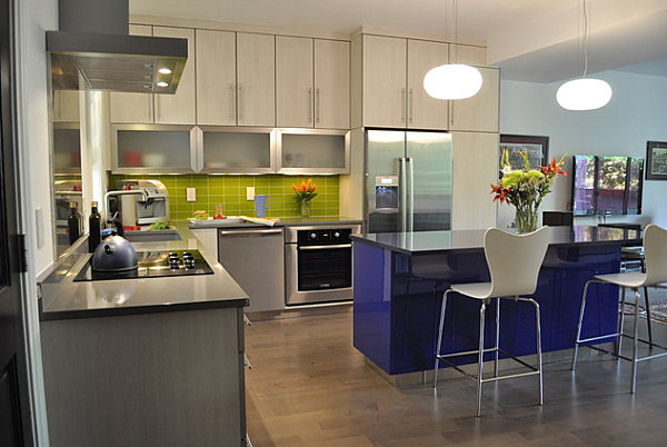 Lime green and cobalt blue in the kitchen